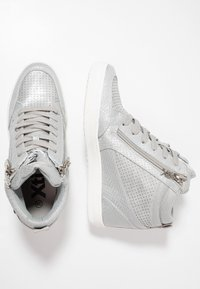 XTI - High-top trainers - ice - 3