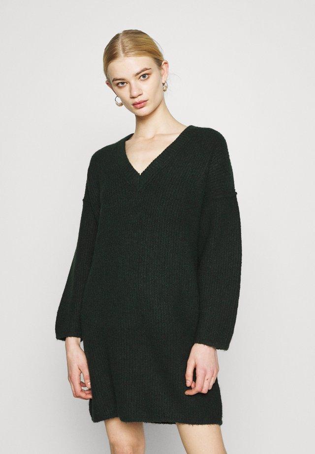 V DRESS - Gebreide jurk - khaki