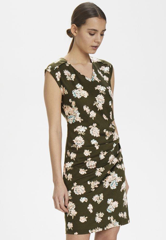 KAVELANA INDIA DRESS - Robe fourreau - grape leaf