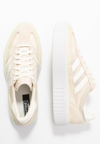 adidas Originals - SLEEK SUPER - Sneakers laag - offwhite/crystal white - 3