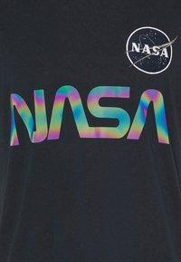Alpha Industries - NASA RAINBOW  - Print T-shirt - dark blue - 4