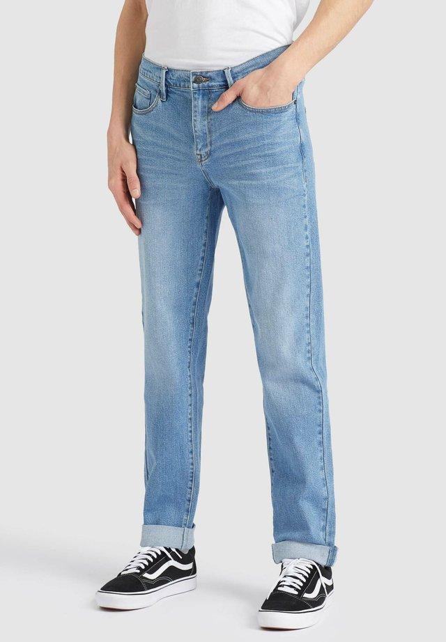 MANFRED - Jeans a sigaretta - light indigo
