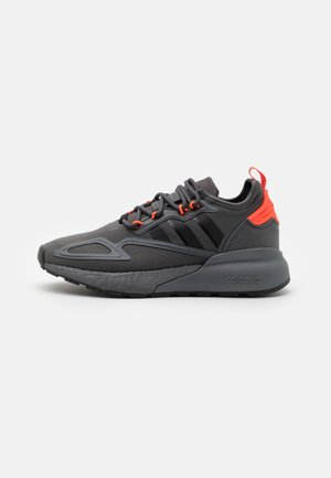 ZX 2K BOOST UNISEX - Trainers - grey six/core black/solar red