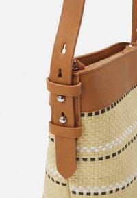 Levi's® - WOMENS BUCKET BAG - Skulderveske - sand - 3