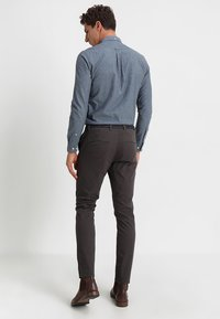 Selected Homme - SLHSLIM JAMERSON PANTS - Chinos - phantom - 2