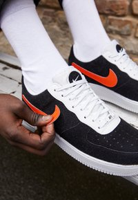 Nike Sportswear - AF 1/1 UNISEX - Trainers - white/black/cosmic clay - 2