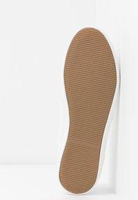 Tamaris - Slippers - white - 6