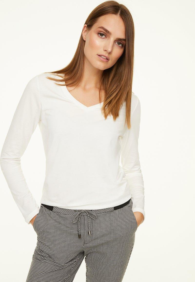 comma casual identity - MIT V-AUSSCHNITT - Long sleeved top - cream