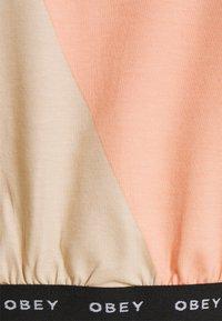 Obey Clothing - GLEN ASPEN TOP - Print T-shirt - peach multi - 6