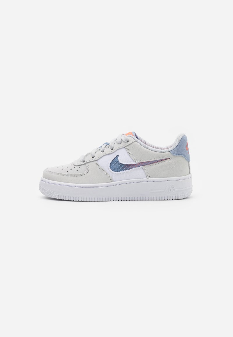 Nike Sportswear - AIR FORCE LV8 FRESH AIR - Trainers - pure platinum/indigo fog/white/hyper crimson