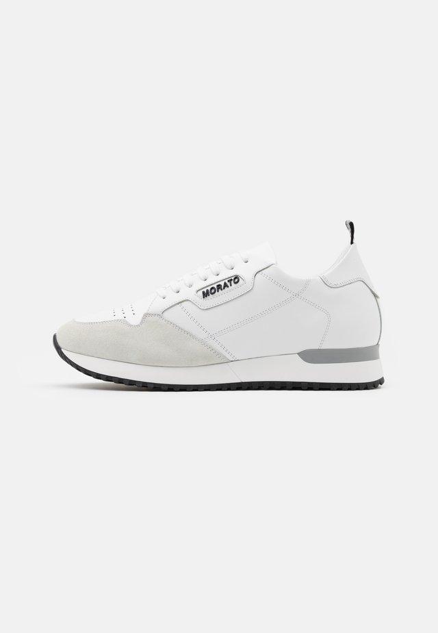 RUN CREWEL - Sneakers laag - white