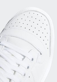 adidas Originals - TOP TEN HI SHOES - Sneakers basse - white - 7