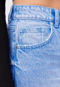 Bershka - MIT UMSCHLAG  - Jeans baggy - light blue - 4