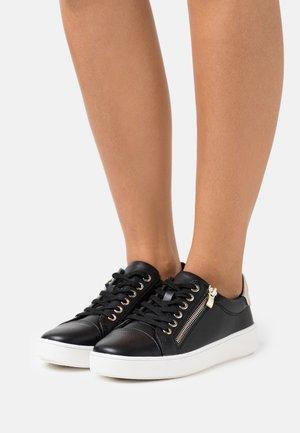 FAE - Sneakers laag - black