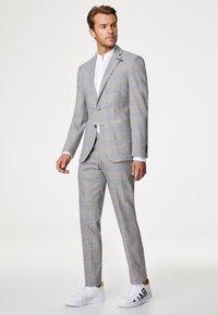 Baldessarini - Suit - grau/gelb - 0