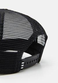 adidas Originals - ADICOLOR TRUCKER UNISEX - Czapka z daszkiem - black/white - 3