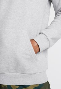 adidas Originals - ESSENTIAL HOODY UNISEX - Jersey con capucha - medium grey heather - 3