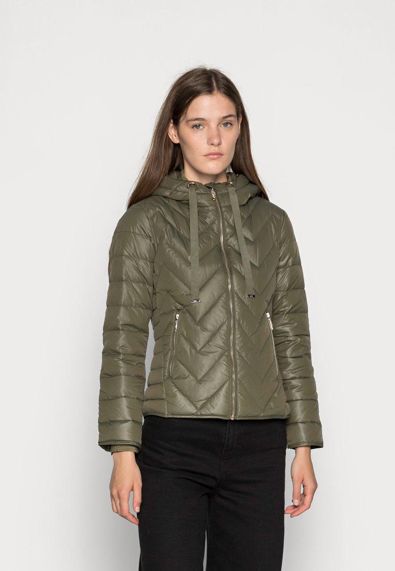Liu Jo Jeans - IMBOTTITO PIUMA  - Down jacket - verdone