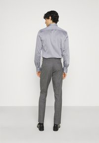 Isaac Dewhirst - CHECK DOUBLE BREASTED SUIT - Oblek - grey - 5