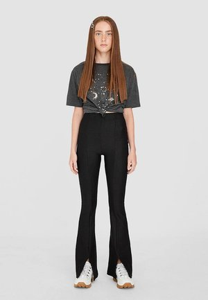 MIT SCHLAG AUS RIPPENSTRICK - Trousers - black