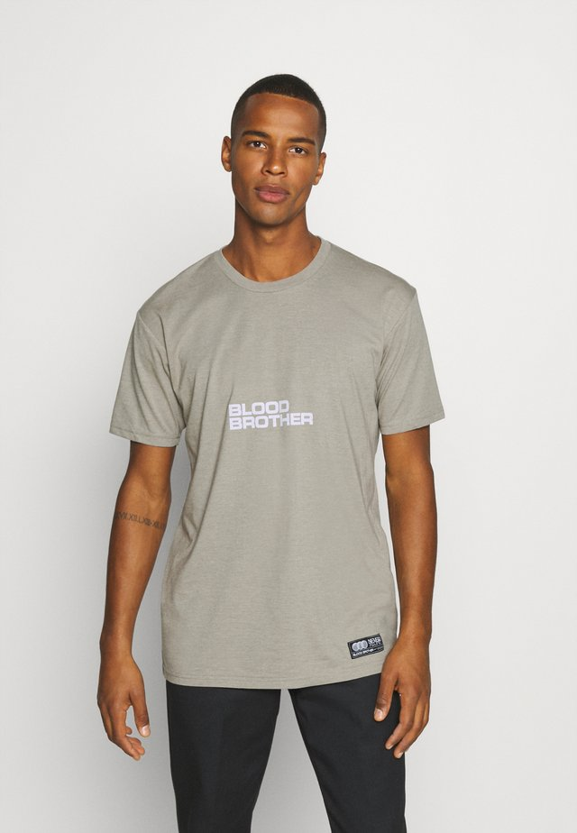 HAYES - T-shirt imprimé - warm grey