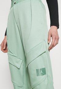 Jordan - ESSEN UTILITY PANT - Cargo trousers - steam - 6