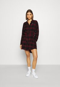 Tommy Jeans - DRESS - Blousejurk - deep crimson/black - 1