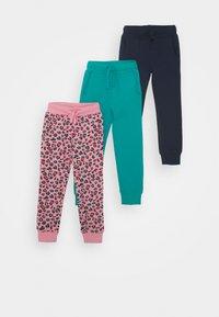 dark blue/pink/turquoise