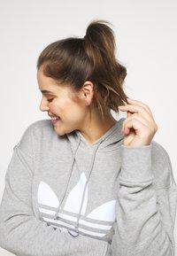 adidas Originals - HOODIE - Hoodie - grey/white - 3