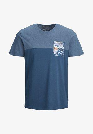 JORHAZY POCKET TEE  - T-shirt z nadrukiem - ensign blue