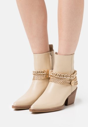 JUKESON - Cowboy/biker ankle boot - camel
