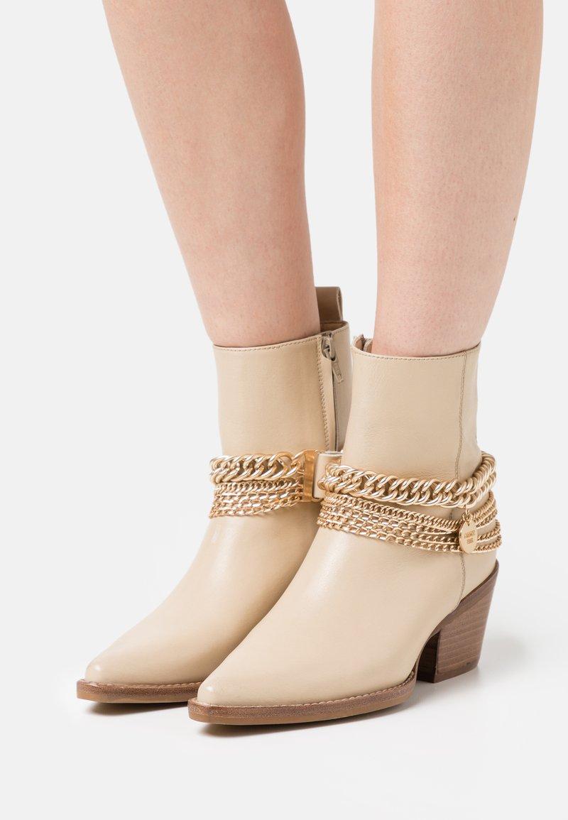 Bronx - JUKESON - Cowboy/biker ankle boot - camel