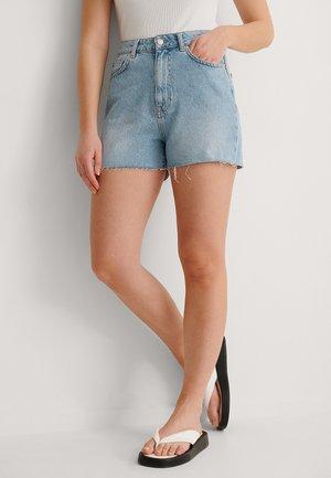 RAW HEM - Szorty jeansowe - light blue