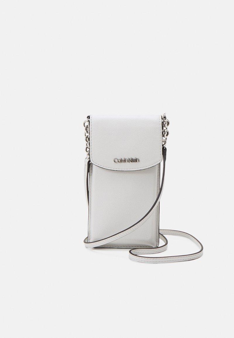 Calvin Klein - PHONE POUCH XBODY - Phone case - grey