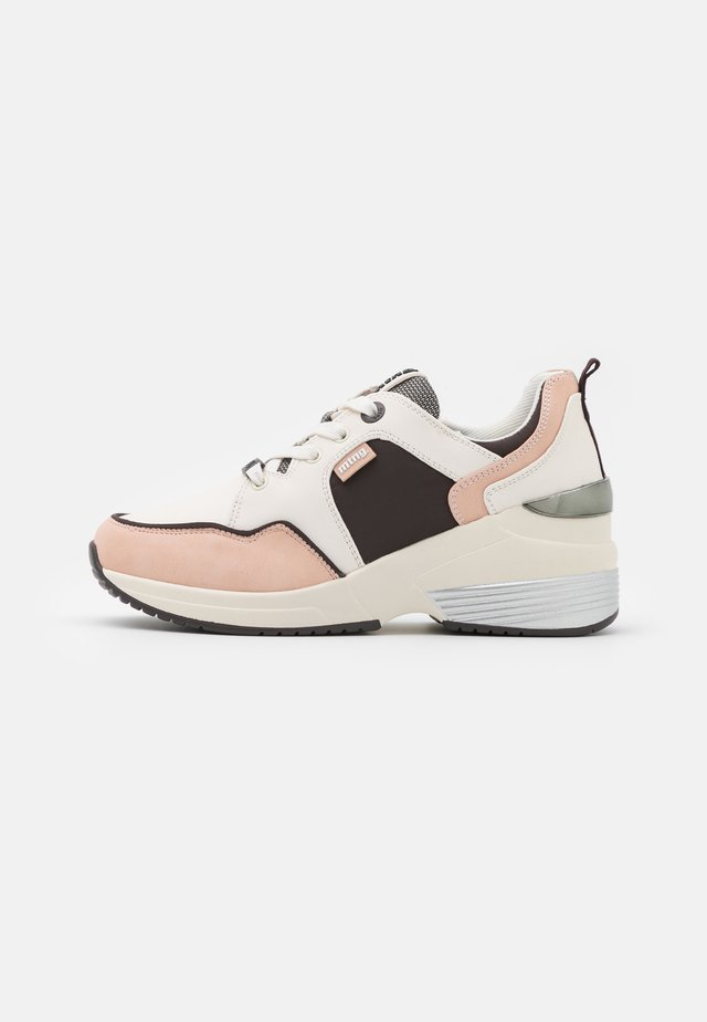 AMBY - Sneakers laag - nude