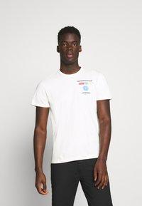 Schott - Print T-shirt - off white - 0