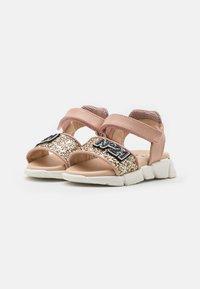 N°21 - Sandales - light pink - 1