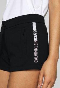 Calvin Klein Jeans - STRIPE LOGO JOGGING - Shorts - black - 4