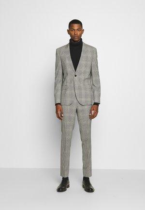 ARTI HESTEN - Suit - open grey