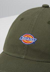 Dickies - HARDWICK 6 PANEL LOGO CAP - Cap - army green - 2