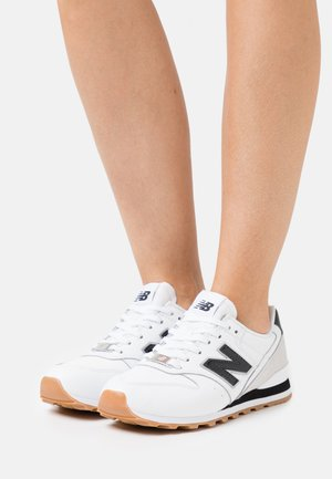 WL996 - Trainers - white