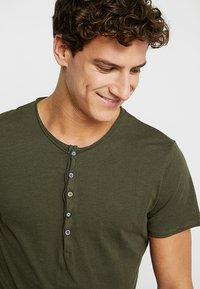 Key Largo - LEMONADE - T-shirt basic - olive - 4