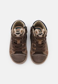 Geox - KILWI BOY - Sneaker high - coffee - 3