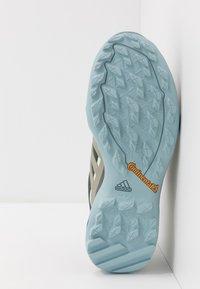 adidas Performance - TERREX SWIFT R2 GORE-TEX - Hikingsko - legend earth/fear grey/ash grey - 4