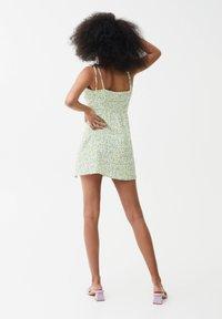 PULL&BEAR - PRINTED MINI  - Day dress - green - 2