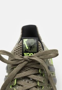 adidas Originals - ULTRABOOST DNA STAR WARS PRIMEKNIT RUNNING SHOES UNISEX - Sneakers - trace cargo/core black/raw khaki - 5