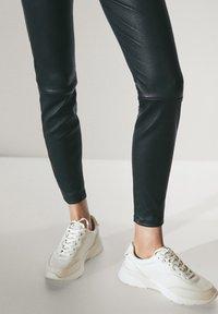 Massimo Dutti - BLACK LEATHER - Leggings - Trousers - black - 2