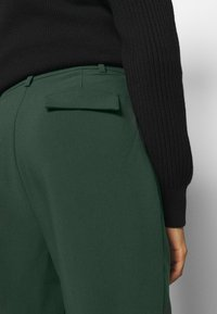 Anna Field - BASIC BUSSINESS PANTS WITH PINTUCKS  - Trousers - dark green - 5