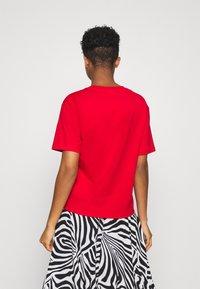 Lacoste - T-shirt basique - rot - 2