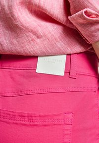 Gerry Weber - Slim fit jeans - rasberry - 2